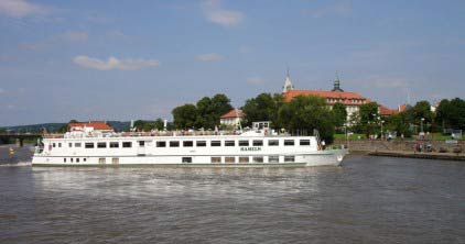 Weserschifffahrt / Boat at the River Weser; Copyright: HMT GmbH